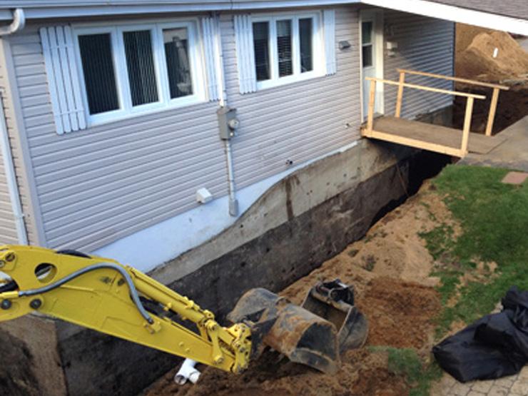 Inspection, installation et réparation de drain français avec imperméabilisation de fondation | Mini-Excavation Joliette