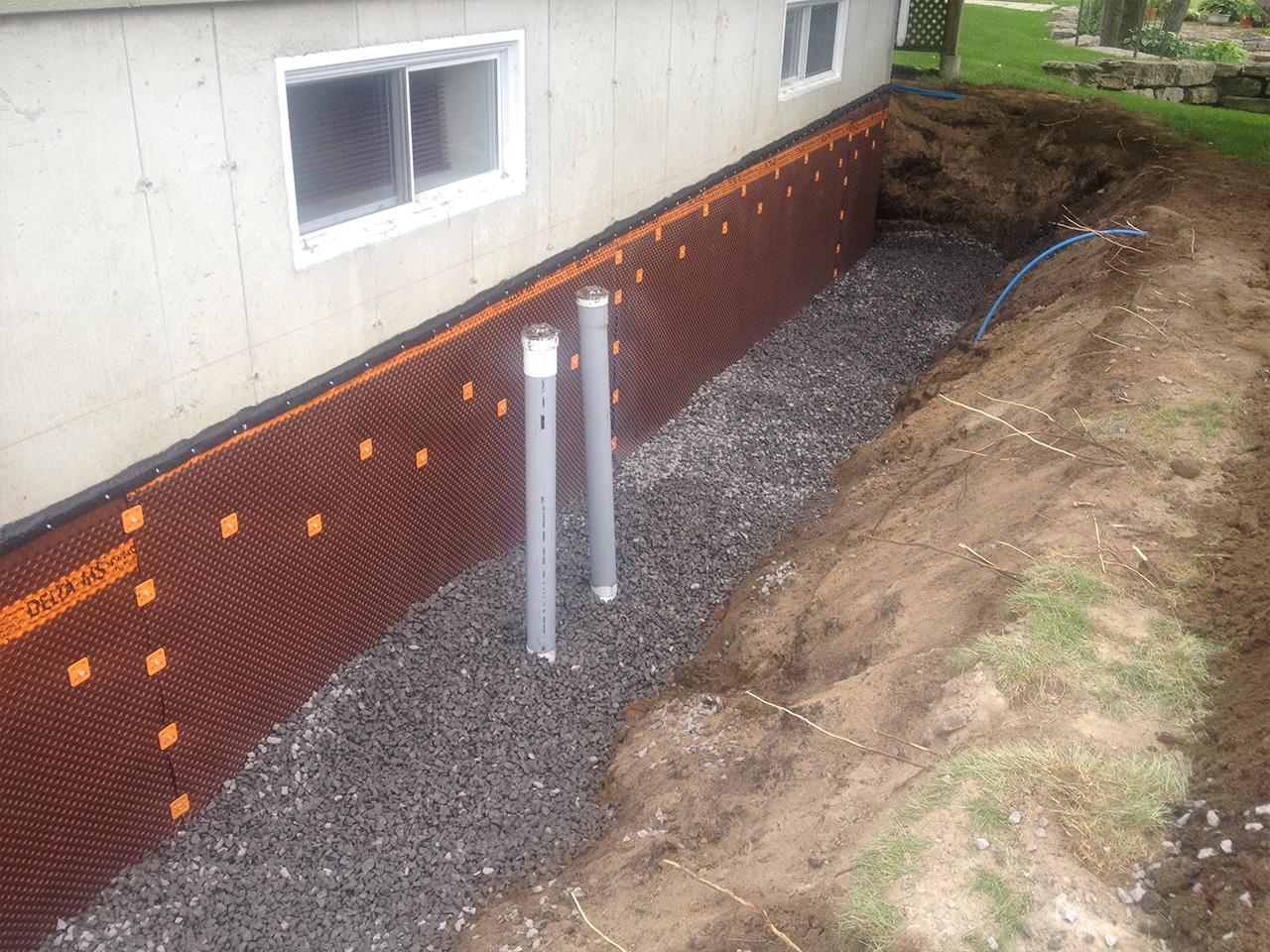Installation de membrane pour fondation (membrane hydrofuge pour solage) | Mini-Excavation Joliette